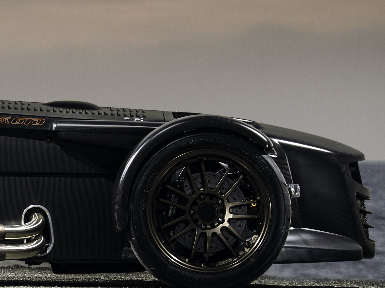 donkervoort-d8-gto-bare-naked-carbon-edition_0-100-12