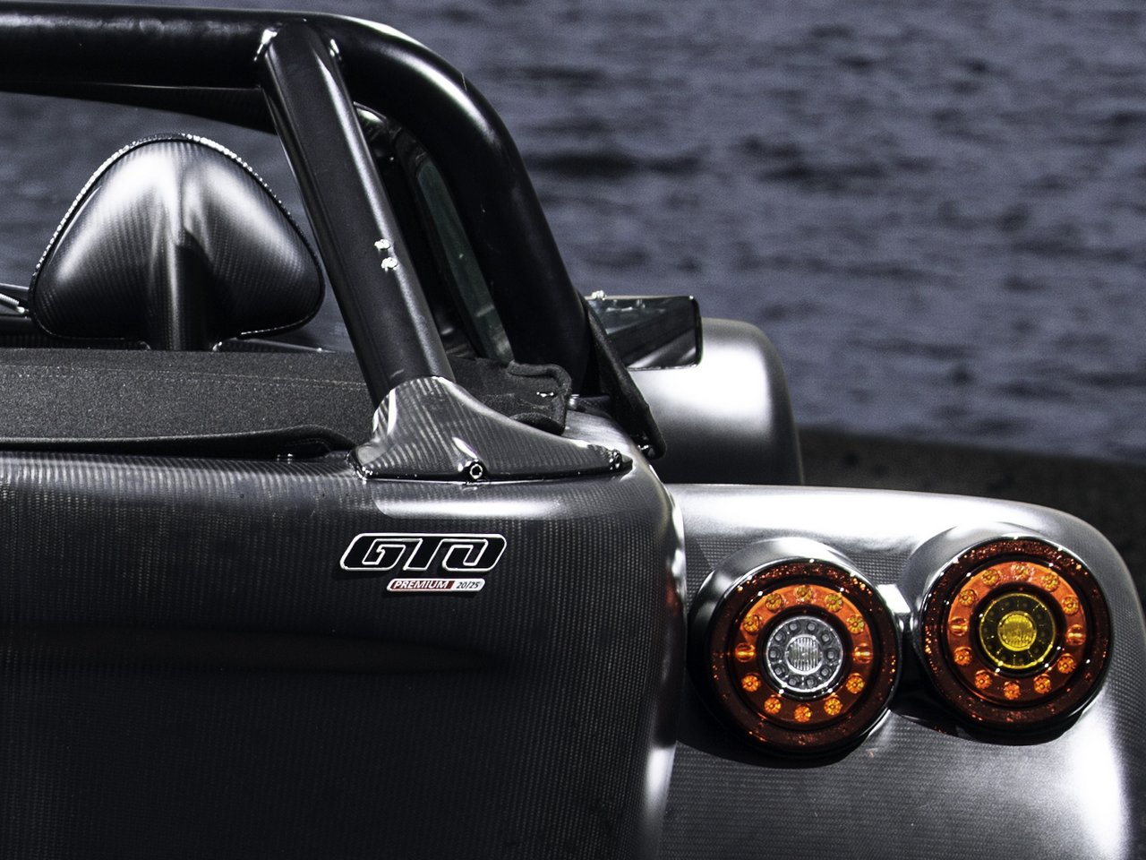 donkervoort-d8-gto-bare-naked-carbon-edition_0-100-14