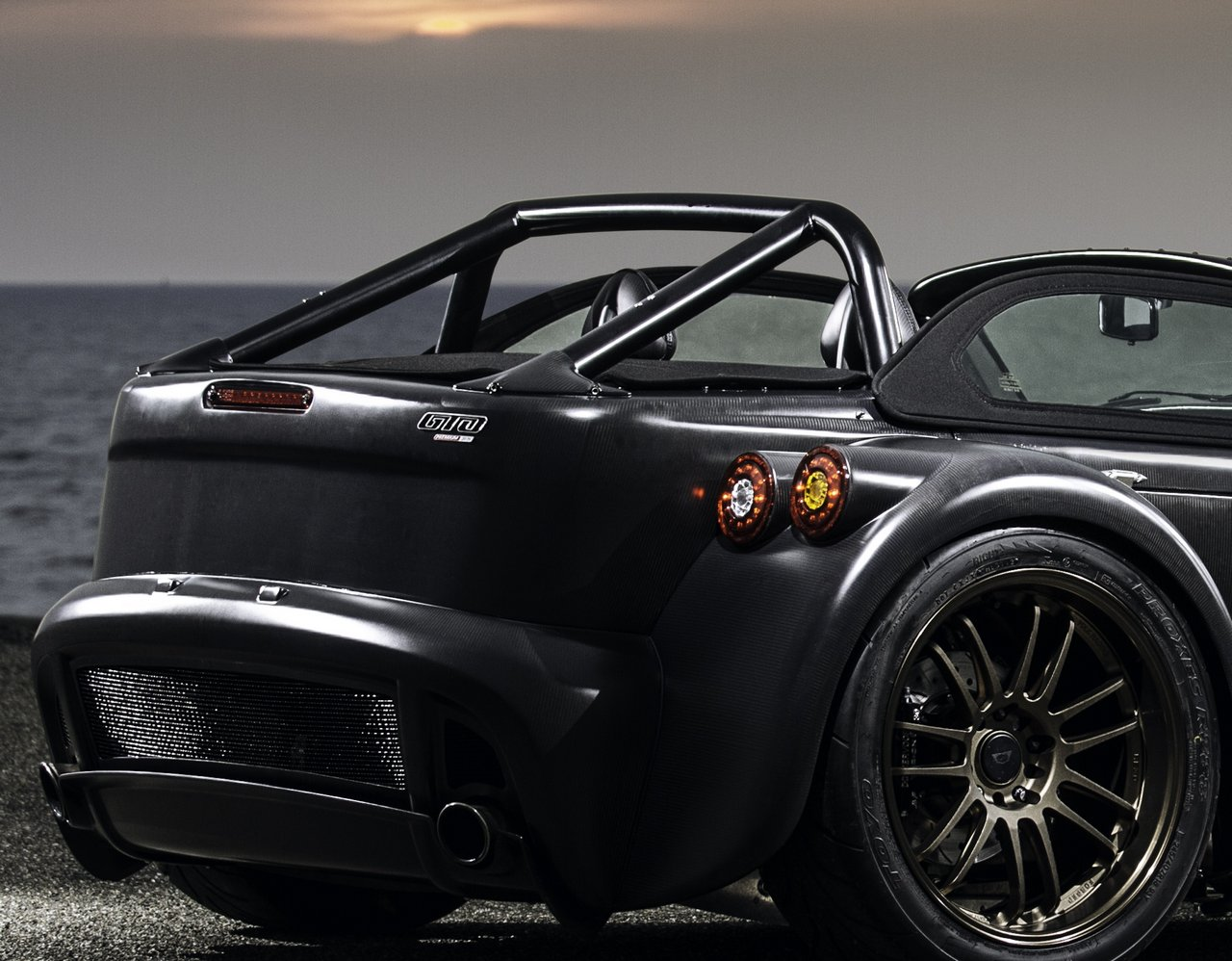 donkervoort-d8-gto-bare-naked-carbon-edition_0-100-9