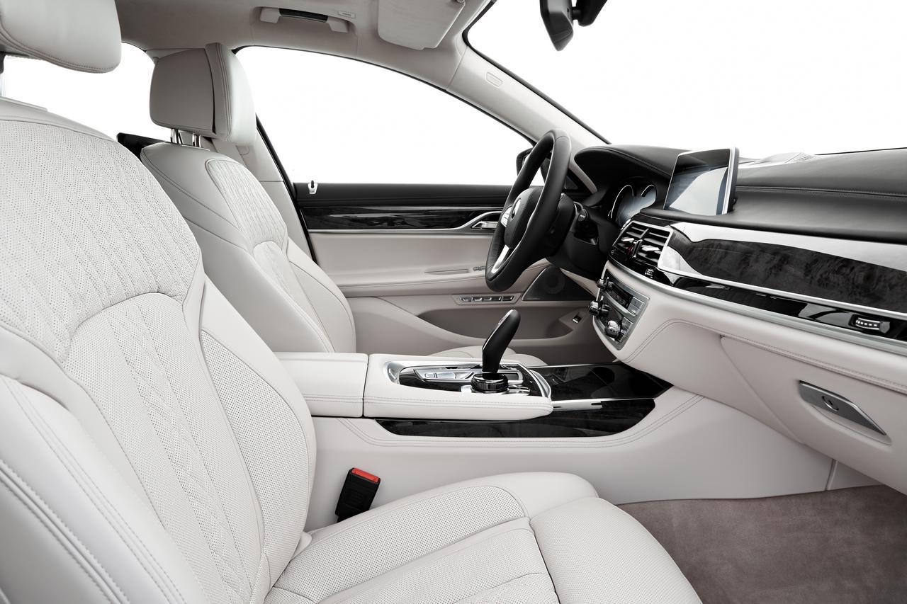 BMW-Serie-7-abitacolo-cockpit-prezzo-price-0-100_1