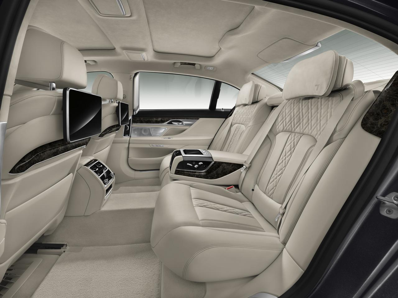 BMW-Serie-7-abitacolo-cockpit-prezzo-price-0-100_10