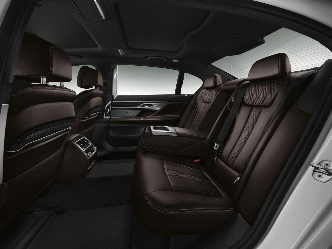 BMW-Serie-7-abitacolo-cockpit-prezzo-price-0-100_11
