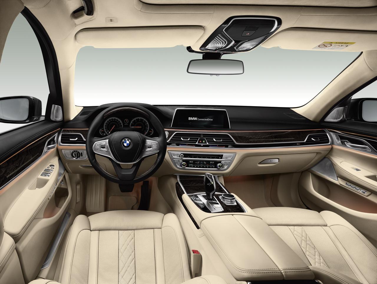 BMW-Serie-7-abitacolo-cockpit-prezzo-price-0-100_13