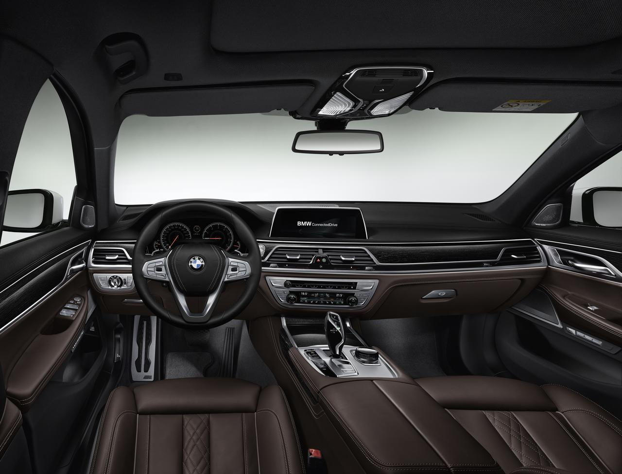 BMW-Serie-7-abitacolo-cockpit-prezzo-price-0-100_14
