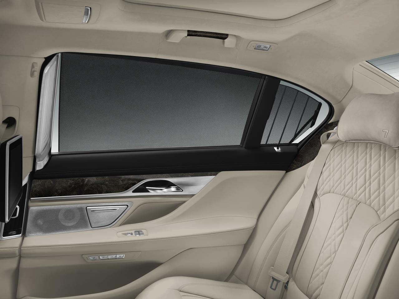 BMW-Serie-7-abitacolo-cockpit-prezzo-price-0-100_15