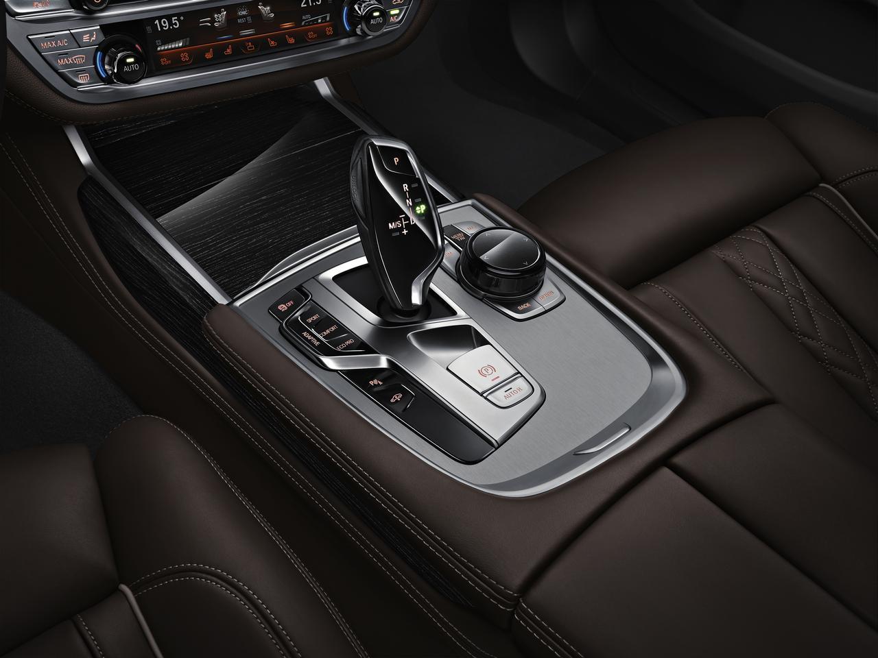 BMW-Serie-7-abitacolo-cockpit-prezzo-price-0-100_16