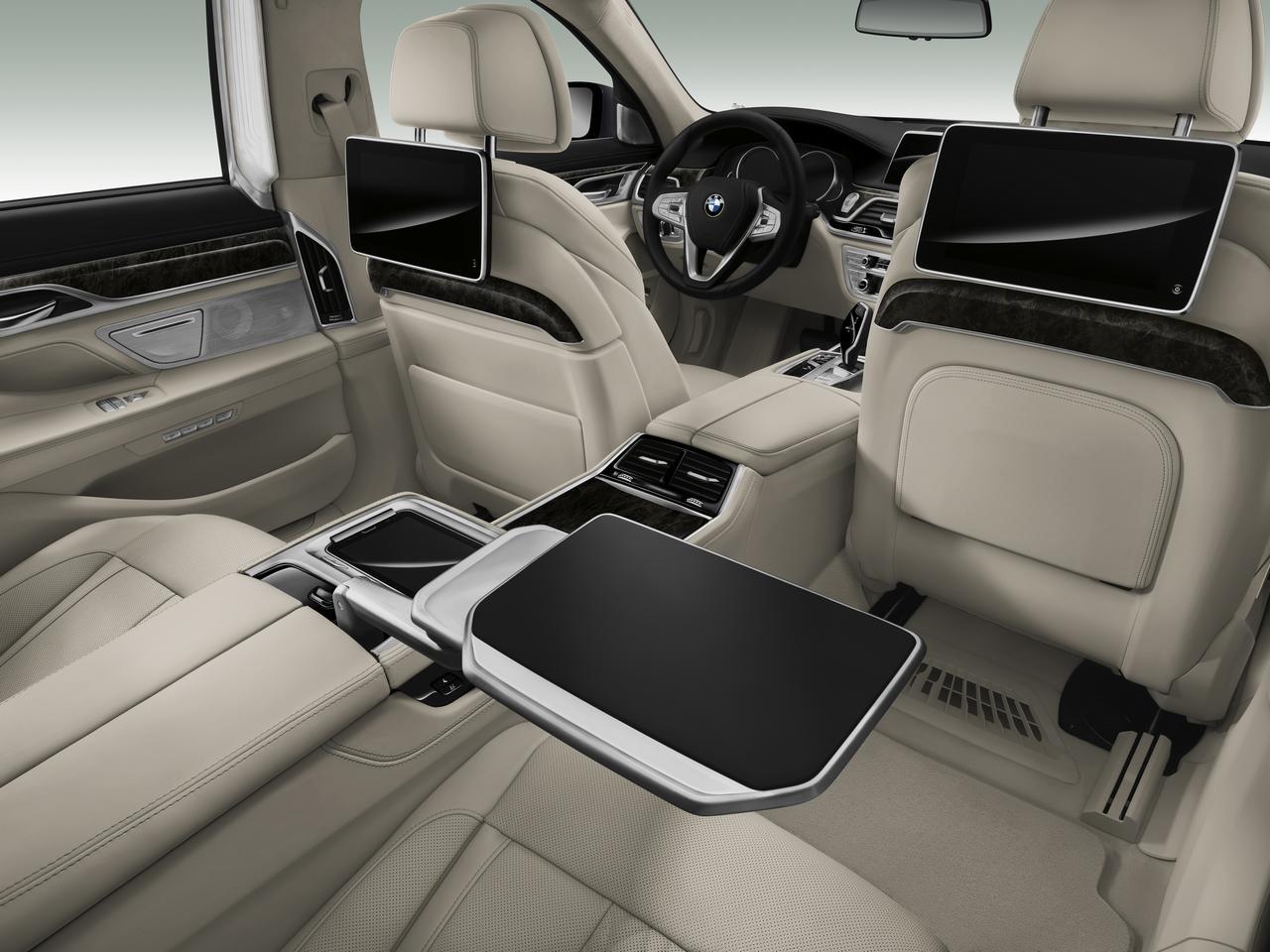 BMW-Serie-7-abitacolo-cockpit-prezzo-price-0-100_17