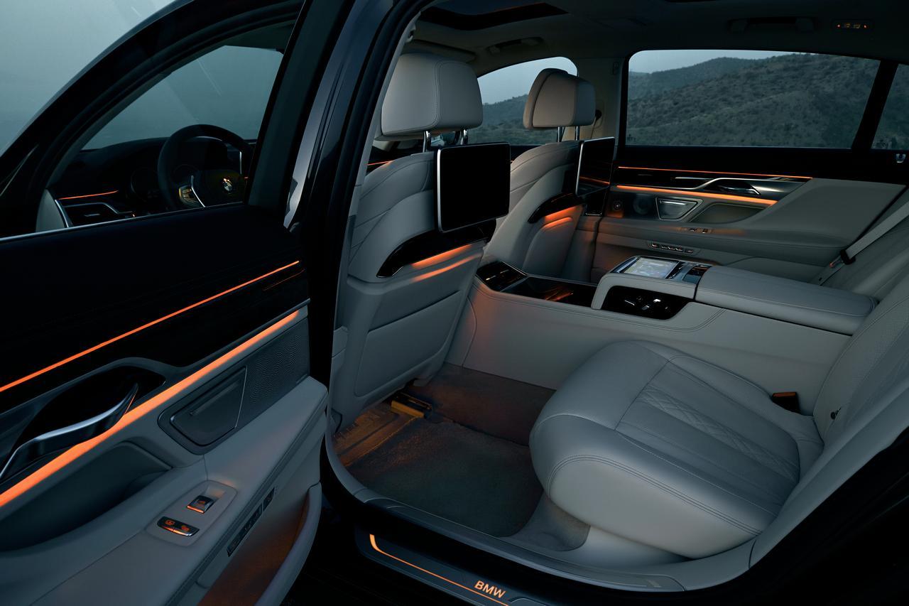 BMW-Serie-7-abitacolo-cockpit-prezzo-price-0-100_3