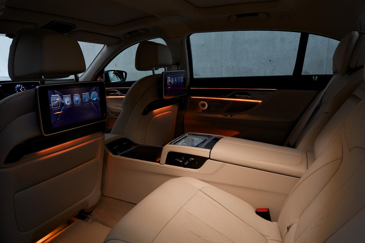 BMW-Serie-7-abitacolo-cockpit-prezzo-price-0-100_4