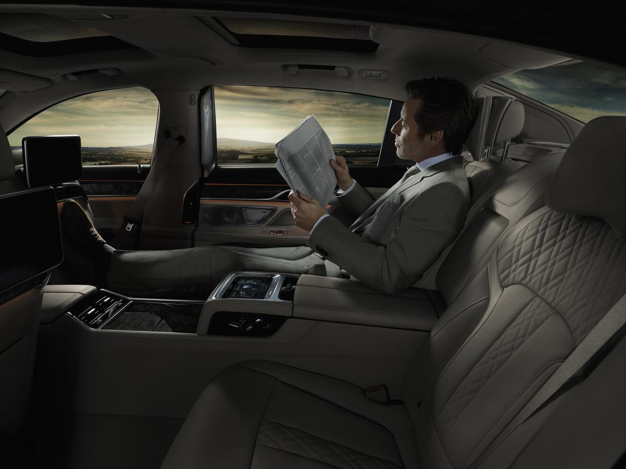 BMW-Serie-7-abitacolo-cockpit-prezzo-price-0-100_7