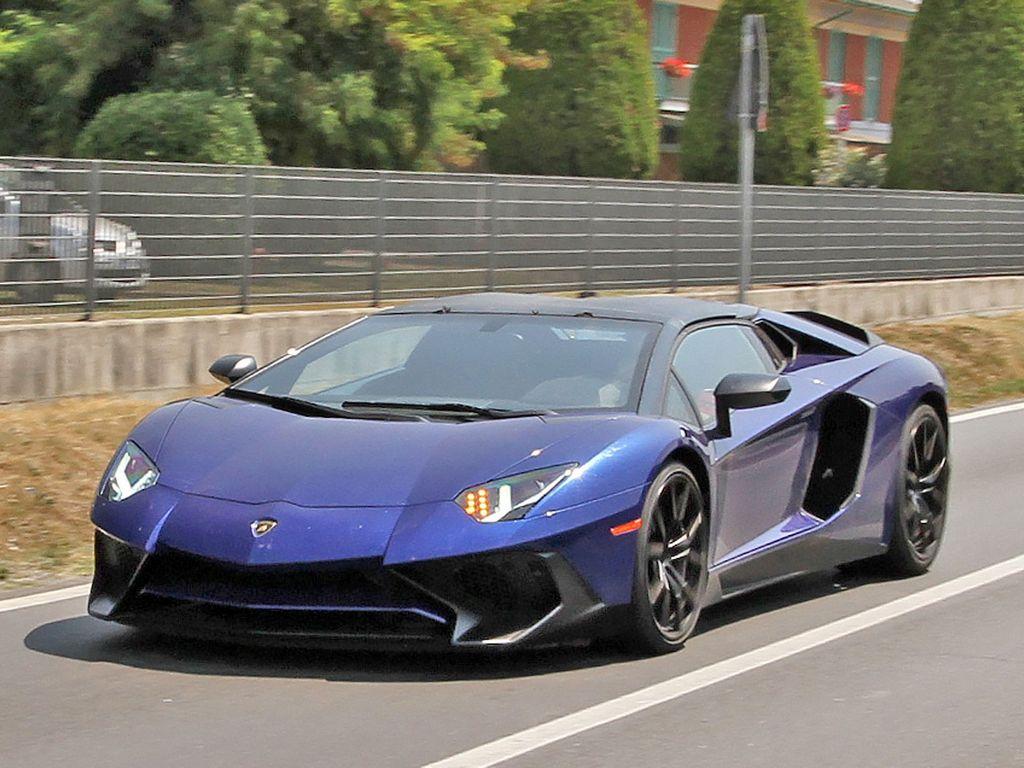 Lamborghini-Aventador-LP750-4-Superveloce-SV-Roadster_1