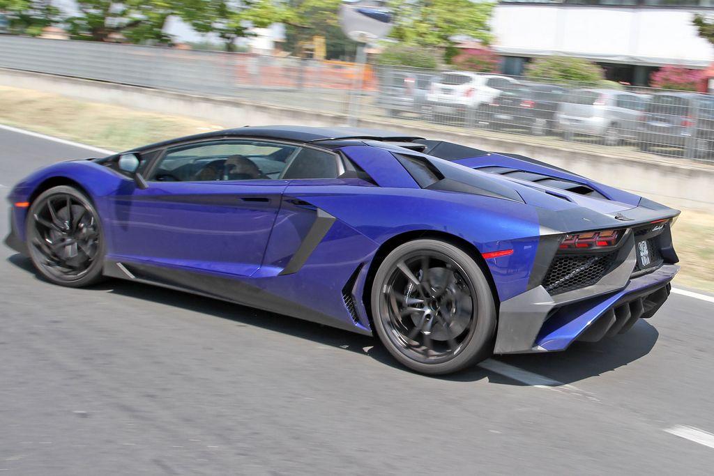 Lamborghini-Aventador-LP750-4-Superveloce-SV-Roadster_2
