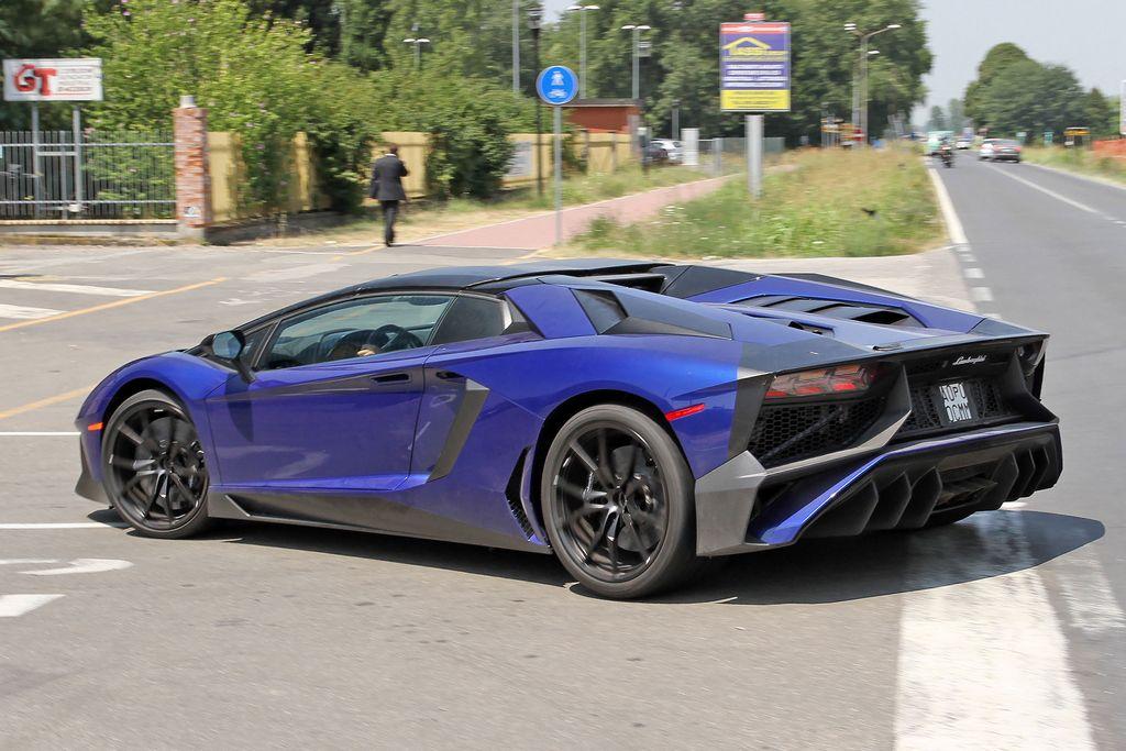 Lamborghini-Aventador-LP750-4-Superveloce-SV-Roadster_3