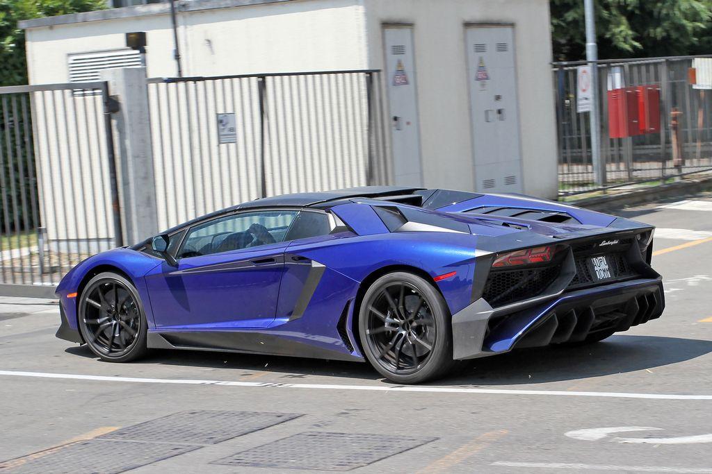 Lamborghini-Aventador-LP750-4-Superveloce-SV-Roadster_4