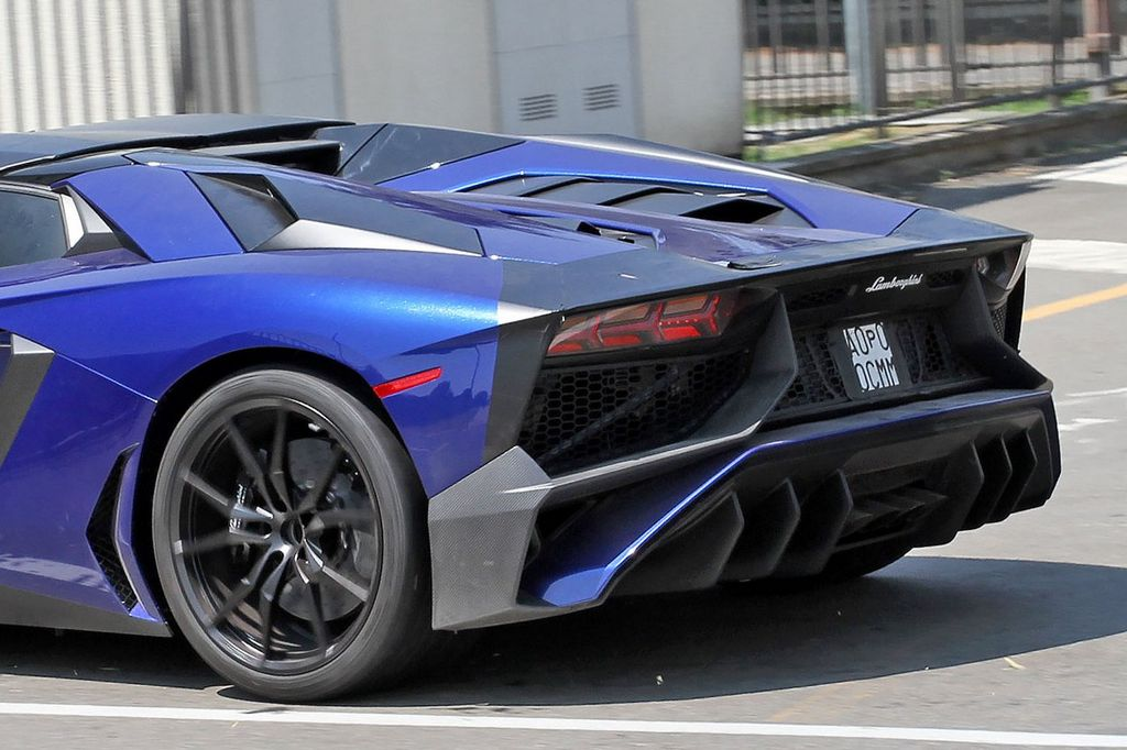 Lamborghini-Aventador-LP750-4-Superveloce-SV-Roadster_5