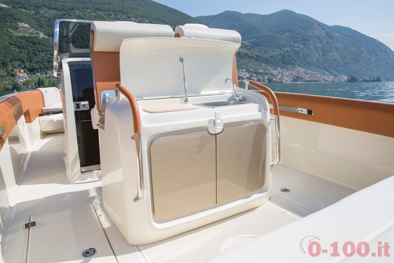 invictus-yacht-270fx-christian-grande-cannes-yachting-festival-2015_0-10010
