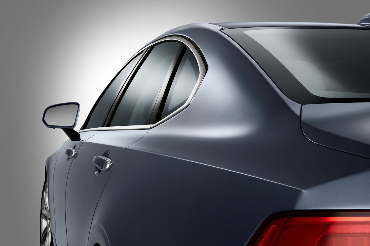 Detail Rear Quarter Lines Volvo S90 Mussel Blue