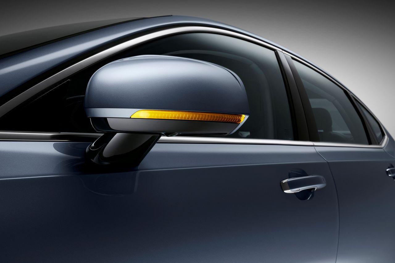 Detail Door Mirror Volvo S90 Mussel Blue