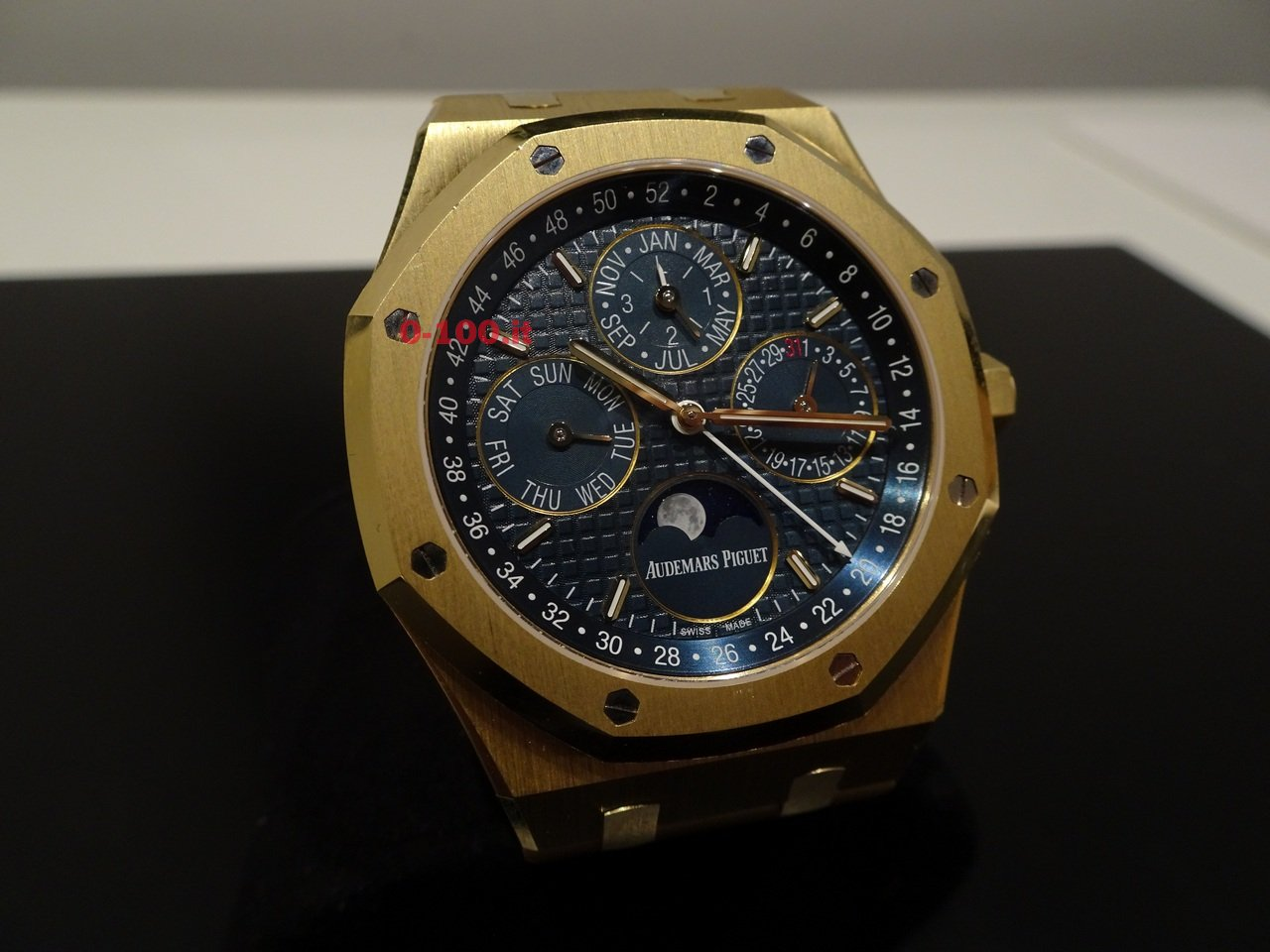 audemars-piguet-royal-oak-SIHH-2016-0-100_11
