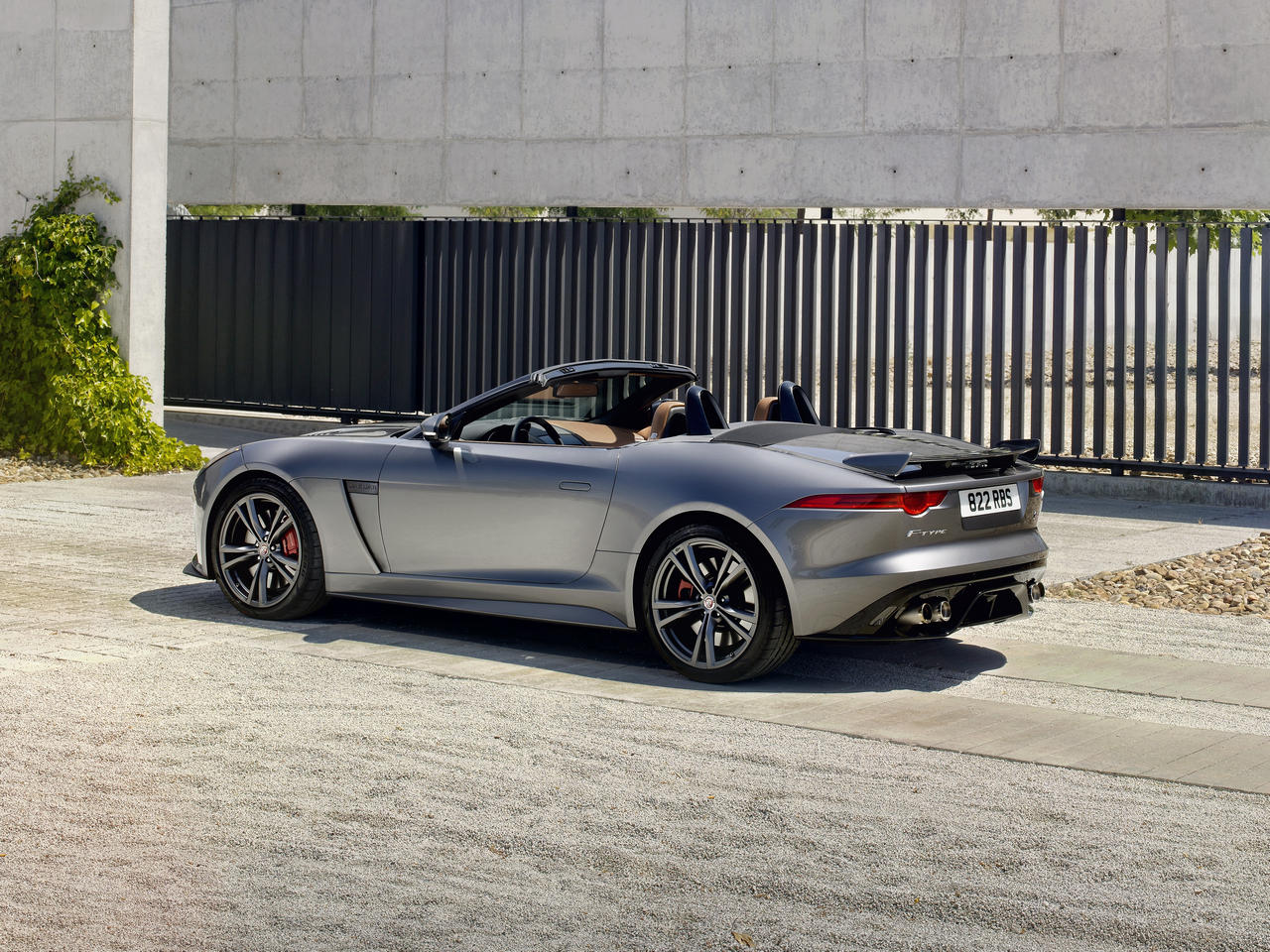 jaguar-f-type-convertible-SVR-geneva-2016_0-100_1