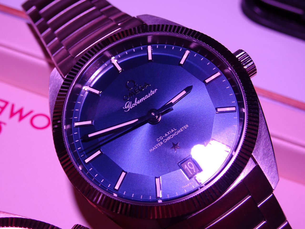 omega-globemaster-co-axial-master-chronometer-metas_0-10015