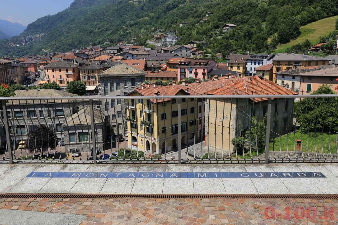 Contexto 2016- Domenico Pievani, La montagna mi guarda, 2016 - lastre di acciaio inox traforate + sguardo sul paesaggio_0-100