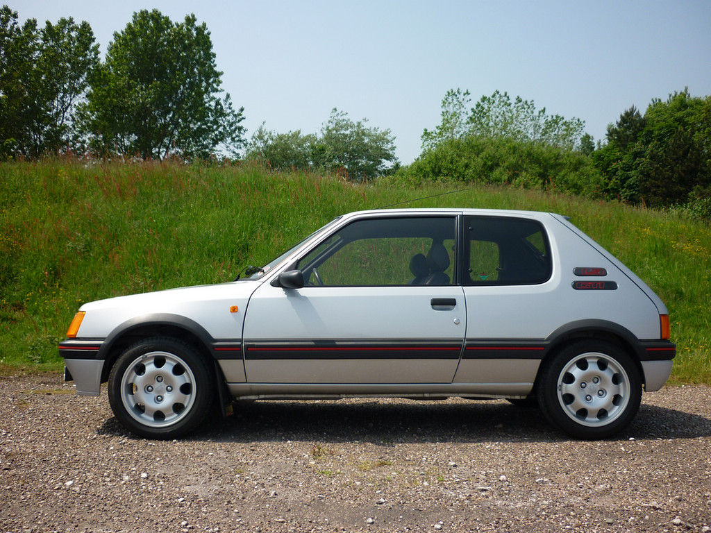 world record oltre pagati per una peugeot 205 gti 1 9 0. Black Bedroom Furniture Sets. Home Design Ideas
