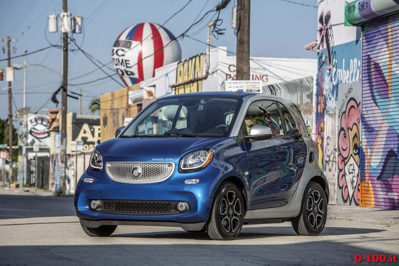 2017-Smart-Fortwo-Electric-Drive-front-three-quarters-02