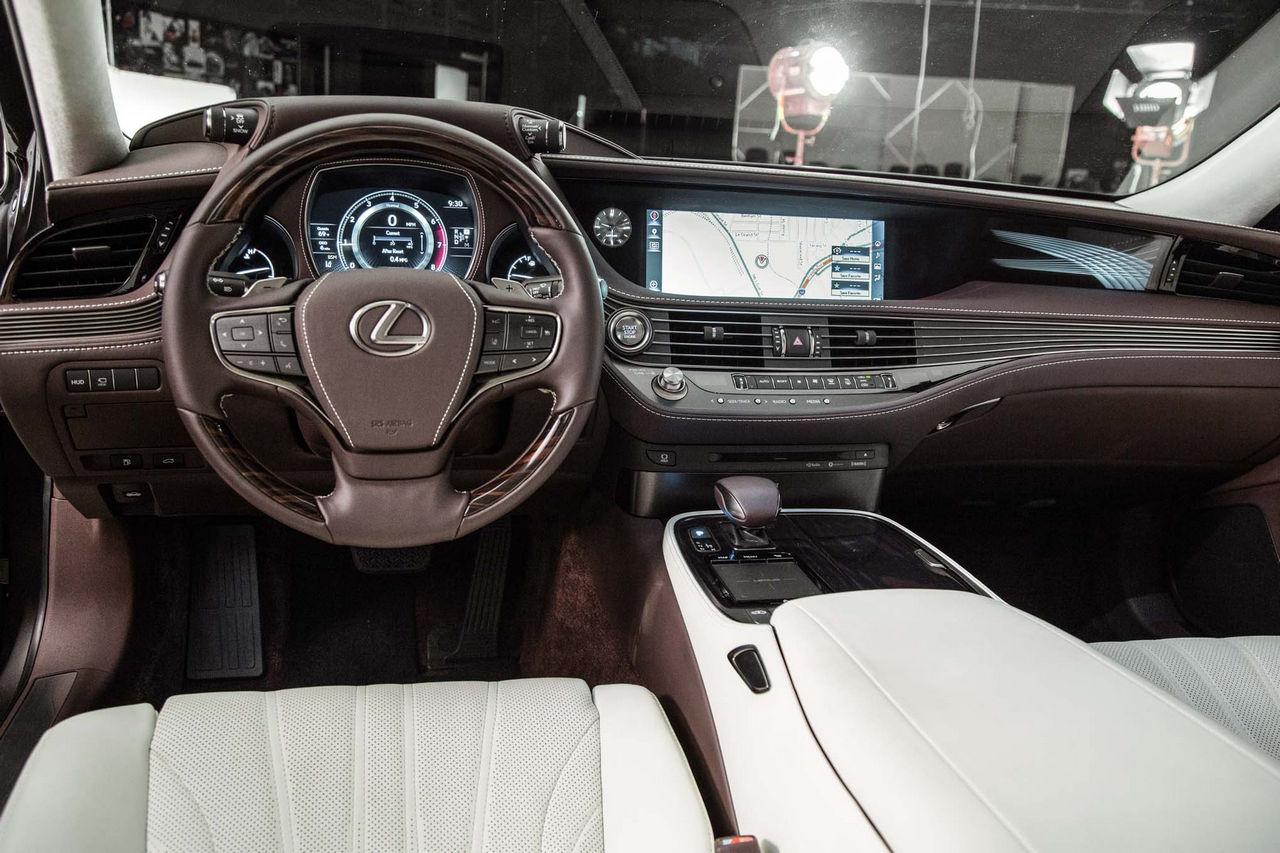 2018-Lexus-LS-500-cockpit