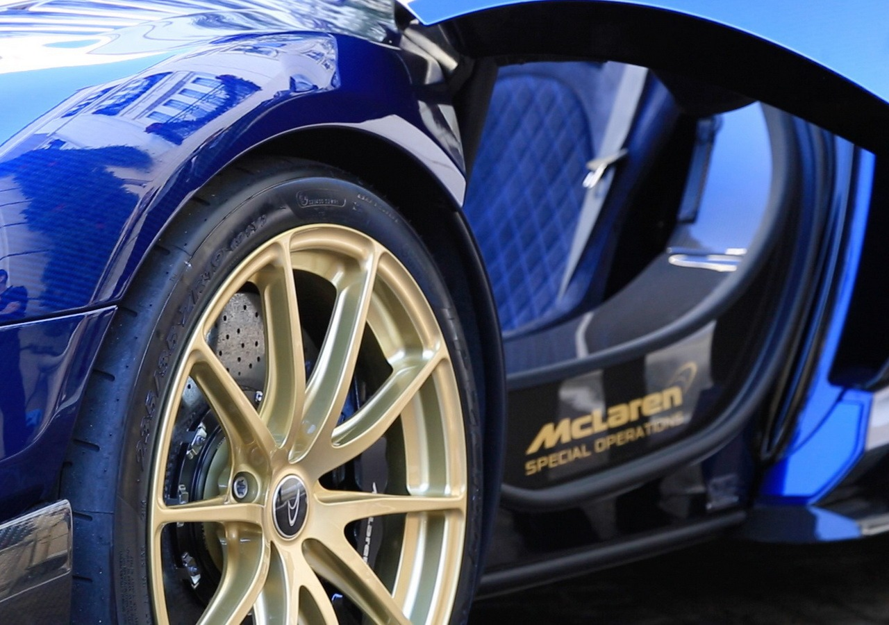 mclaren_675_LT_spider-carbon-golden-wheels_0-100_11