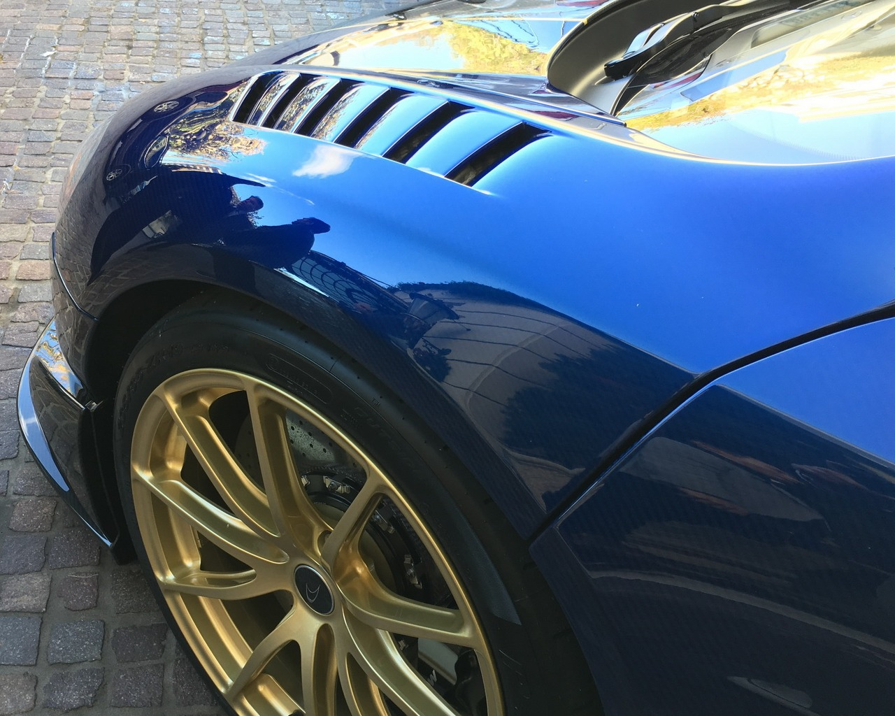 mclaren_675_LT_spider-carbon-golden-wheels_0-100_22