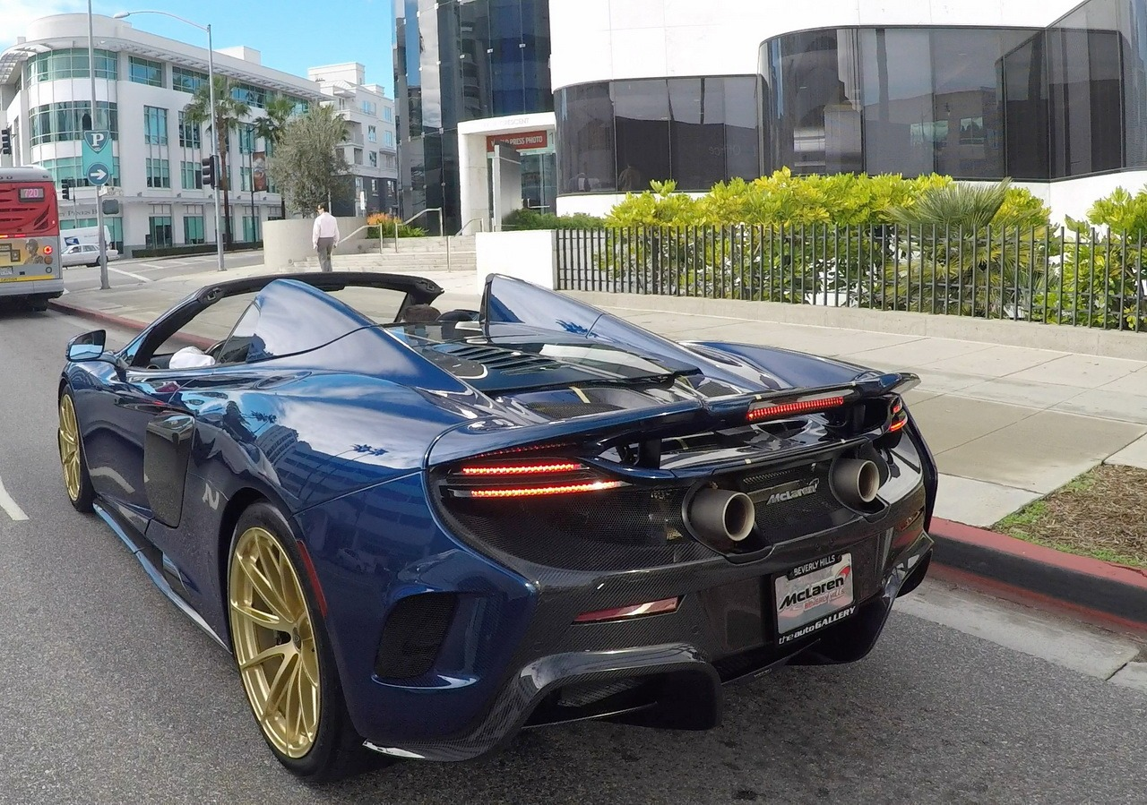 mclaren_675_LT_spider-carbon-golden-wheels_0-100_7