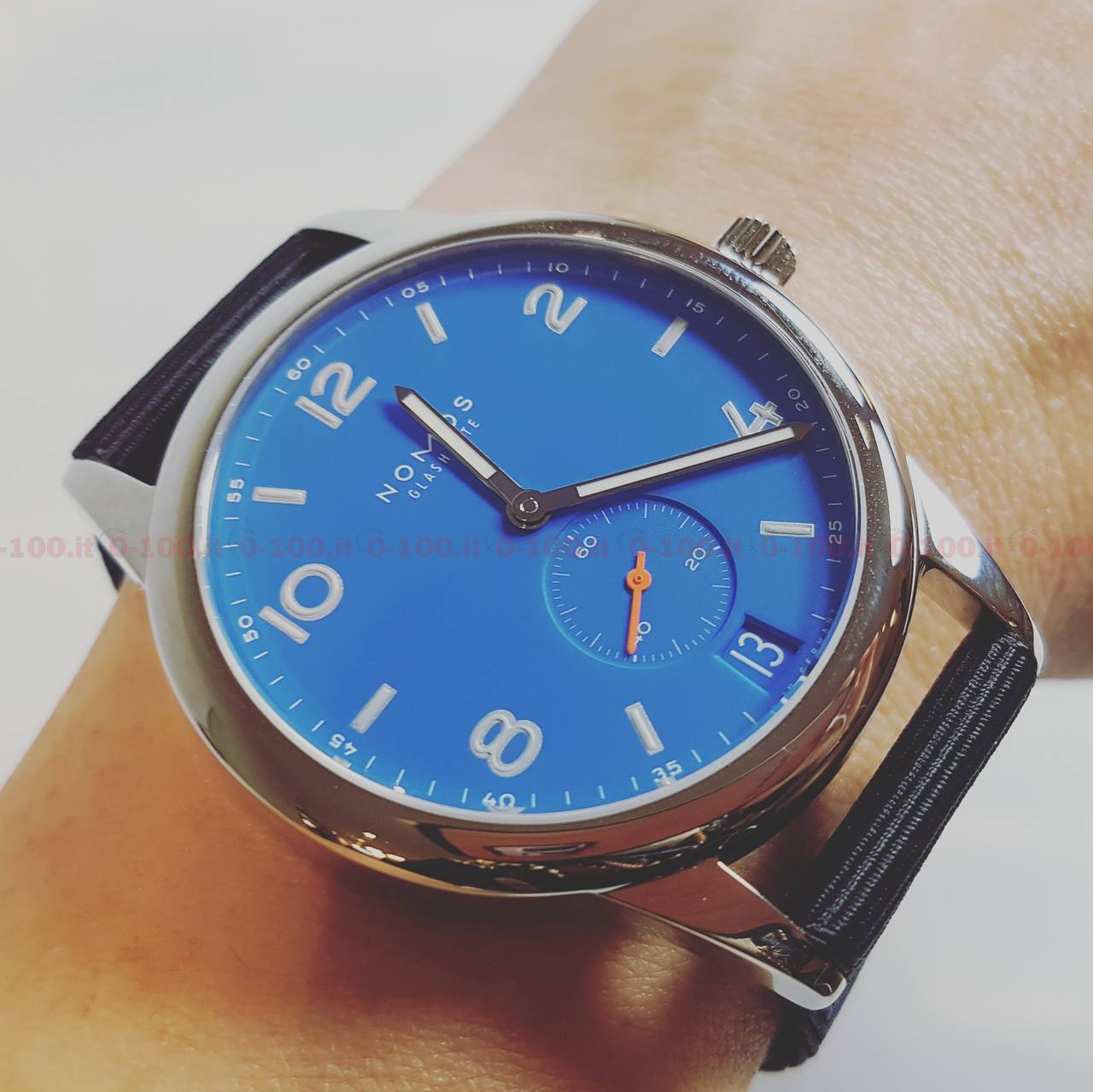 baselworld-2017-nomos-glashutte-Ref_554_ Ahoi Datum signalblau- -prezzo-price_0-100