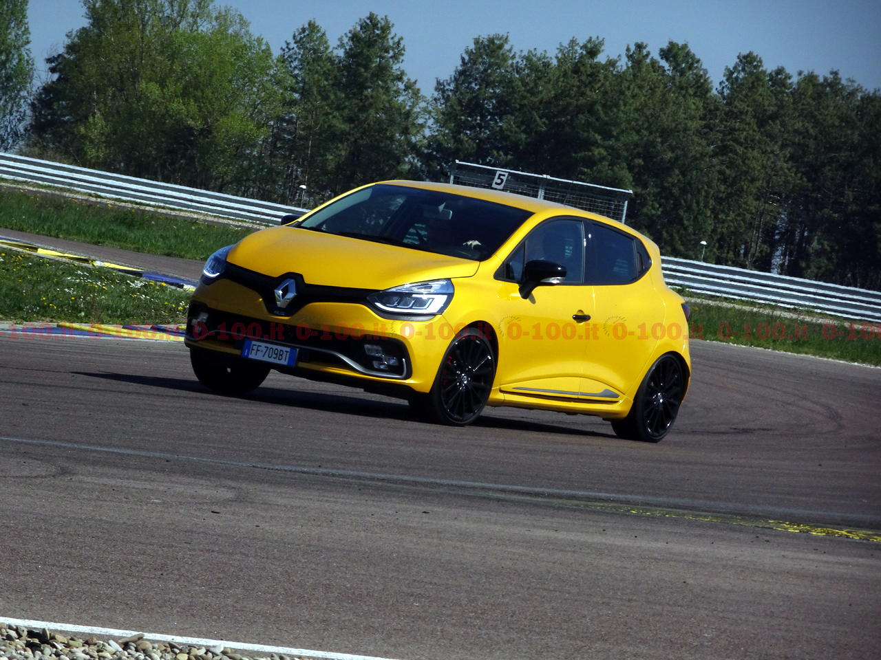 renault-sport_clio-rs-trophy-0-100_1