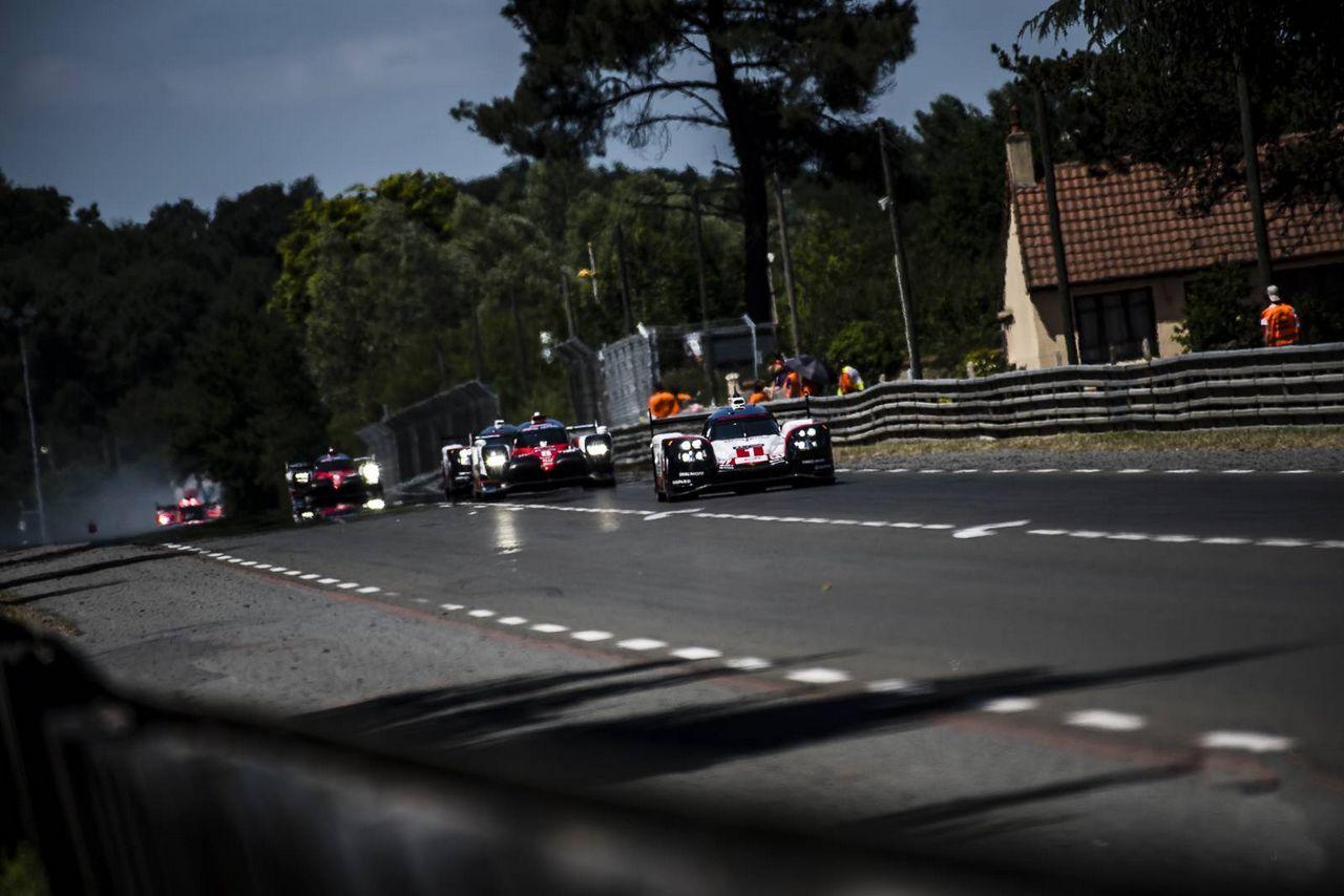 1-Porsche-LMP-Team-DEU-Porsche-919-Hybrid-Jani--Lotterer-Nicholas-Tandy_0-100