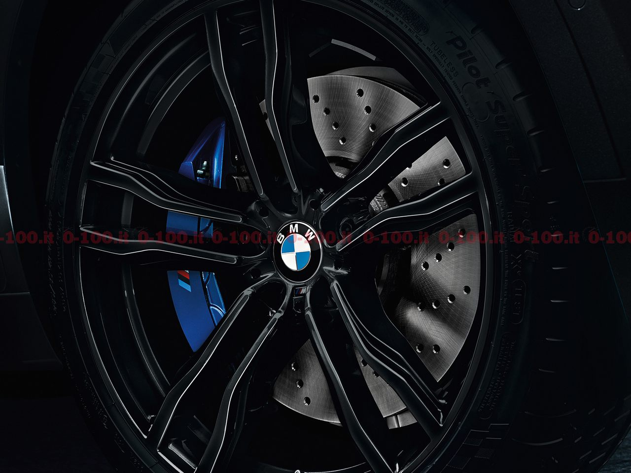 BMW_X5M-X6M-black-fire-edition_0-100_11