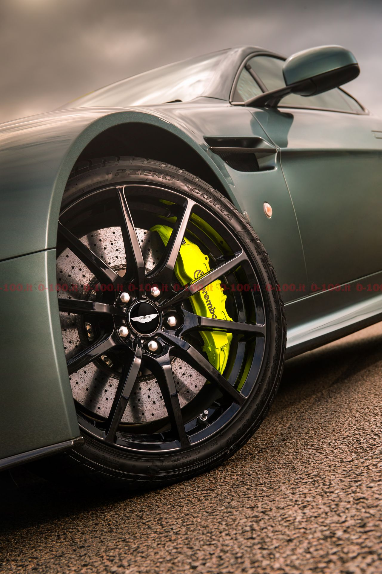 aston-martin-v8-v12-amr-prezzo-price-accessories-0-100-25
