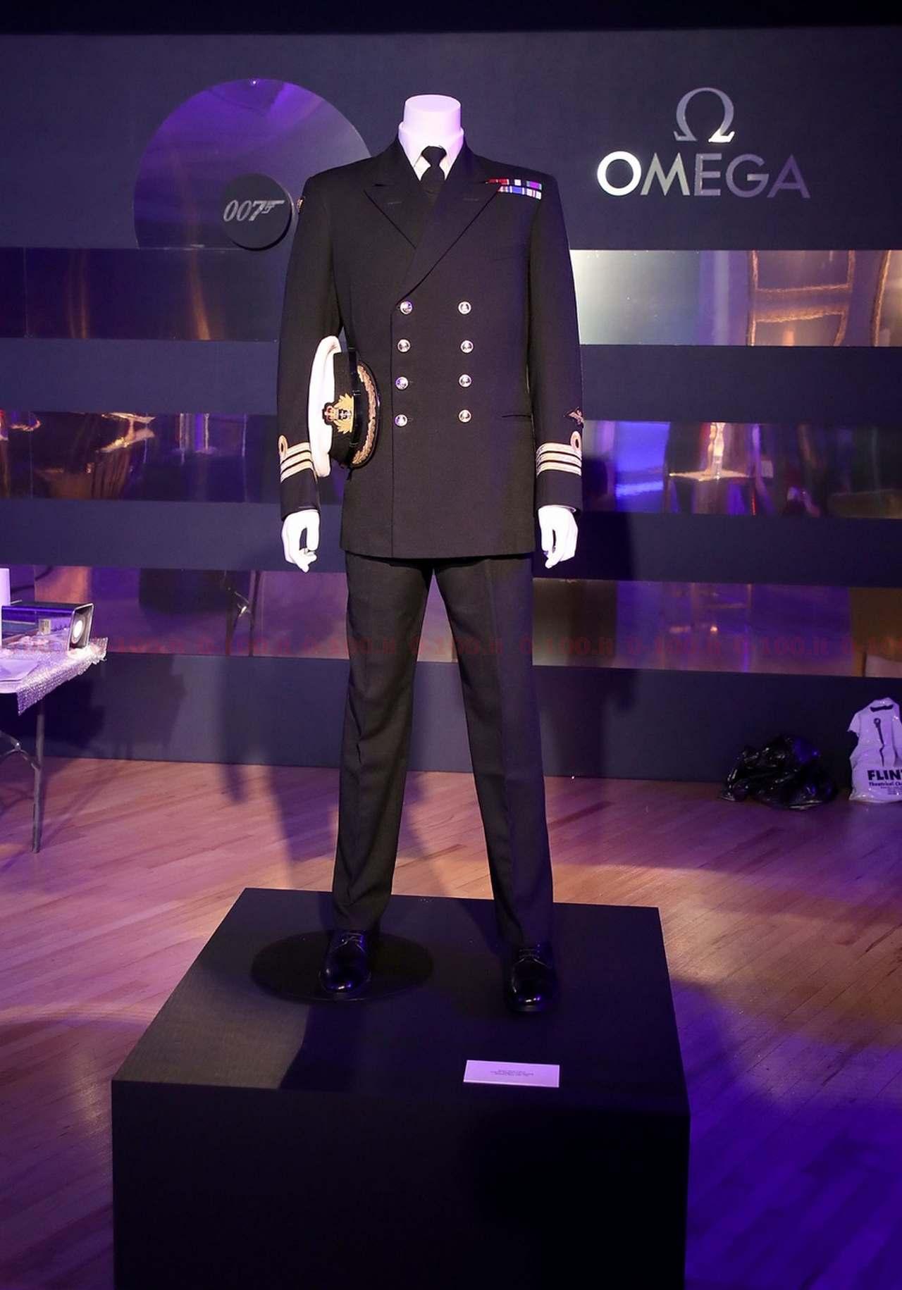 20170705_Atmosphere_Commander Bonds Naval Uniform