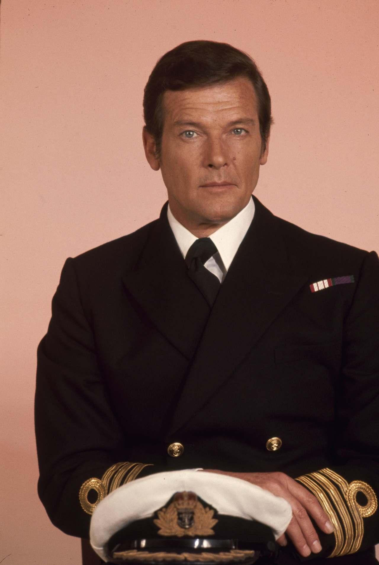 Bond (ROGER MOORE)