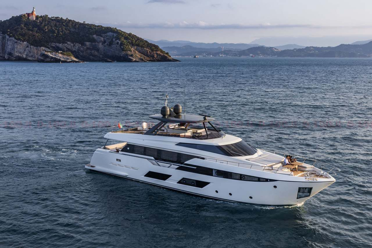 Ferretti Yachts 920_0-100