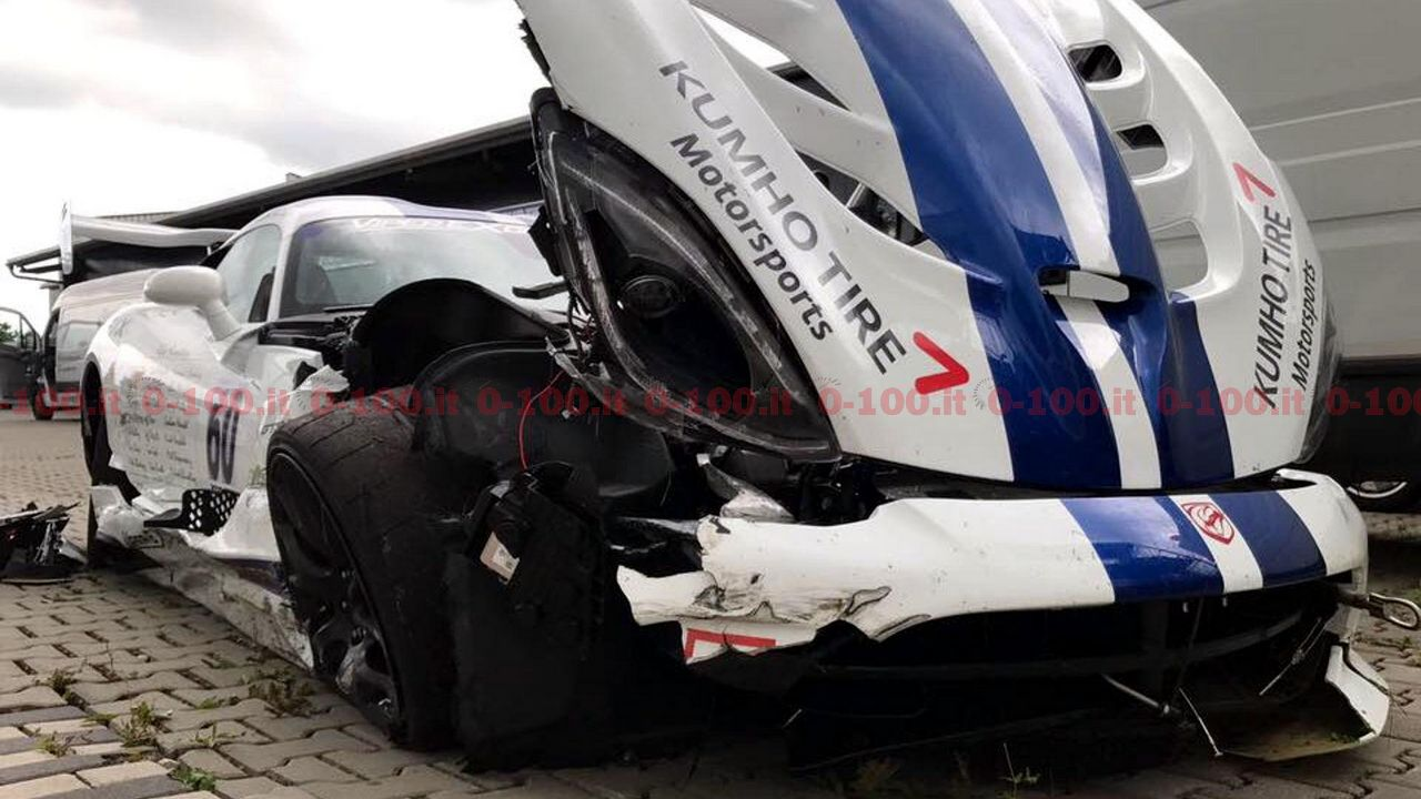 dodge-viper-acr-crash