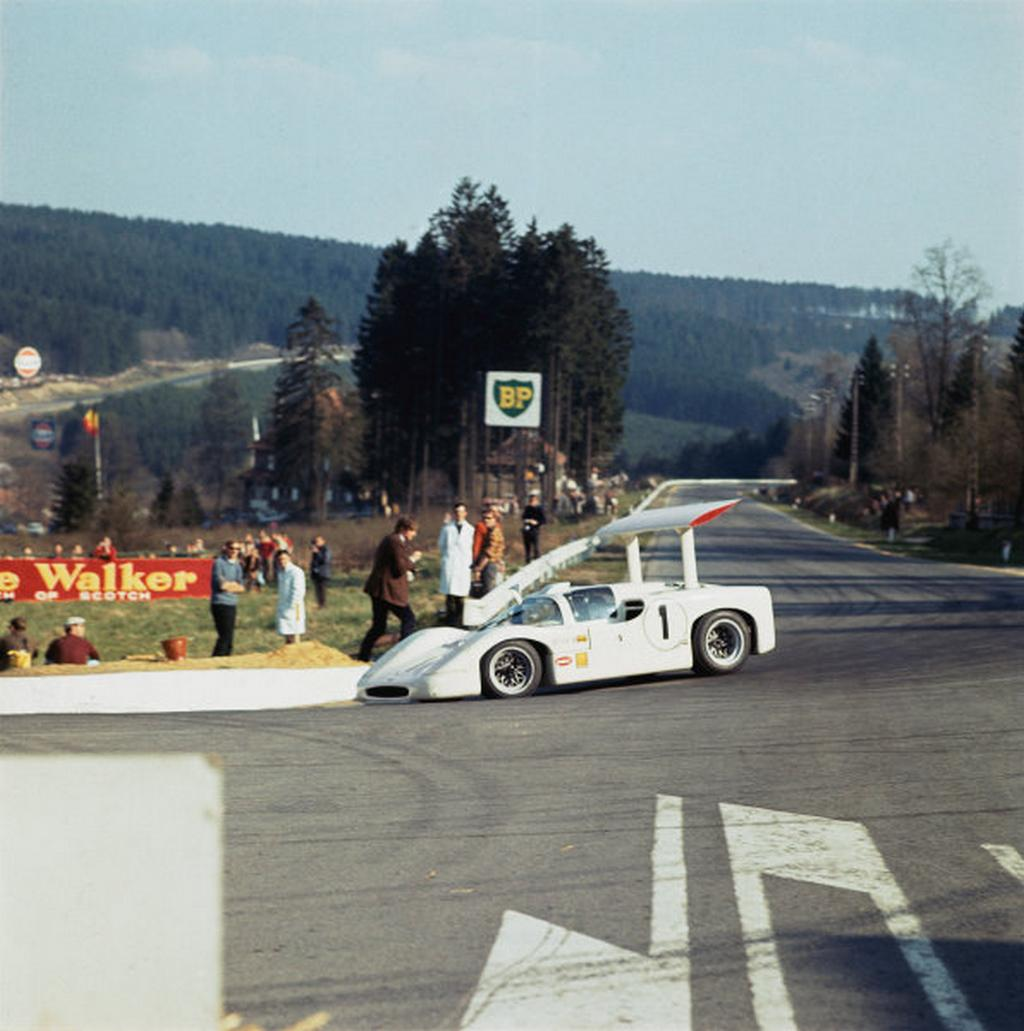 Spa-Francorchamps, Belgium. 1st May 1967. Mike Spence/Phil Hill (Chaparral 2F Chevrolet), retired, action. World Copyright: LAT Photographic. Ref: 2773.