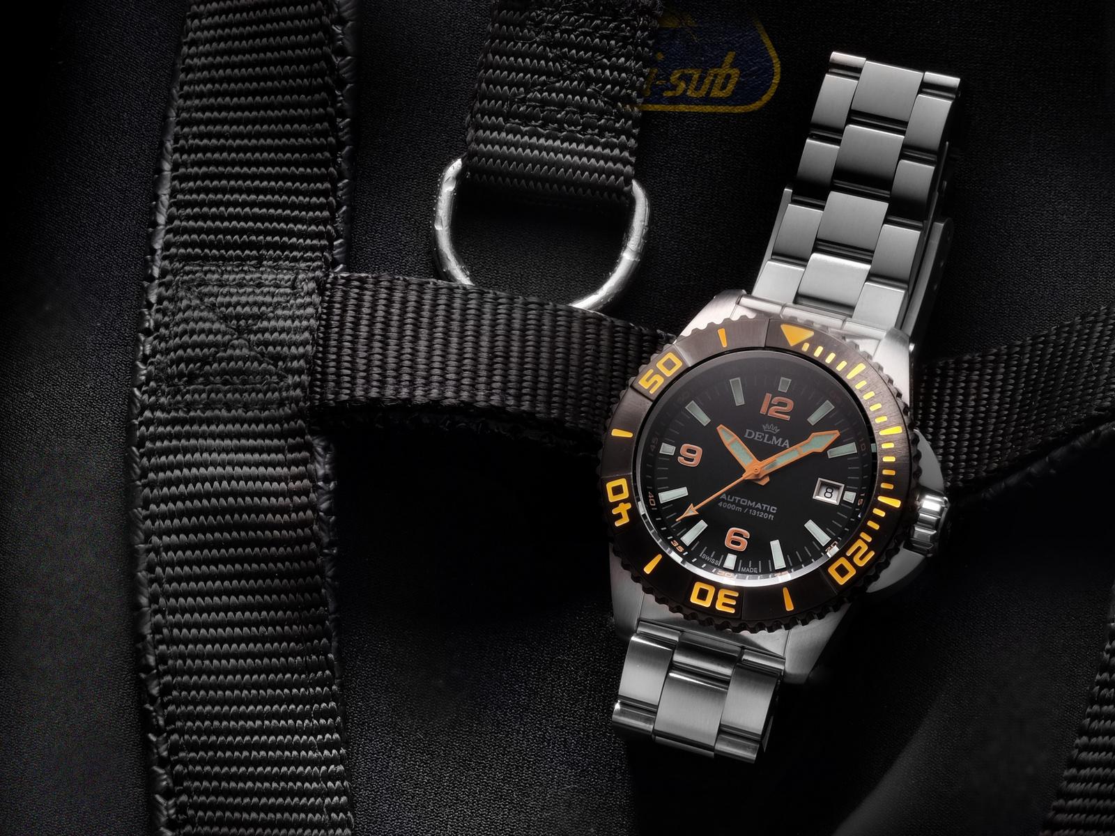 BlueShark_III_Black on black gear